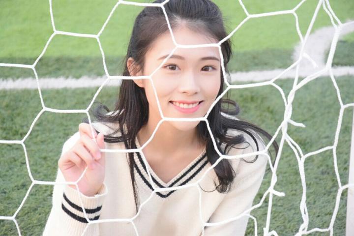美女推荐:可爱萌新妹子找队友,海量美照~